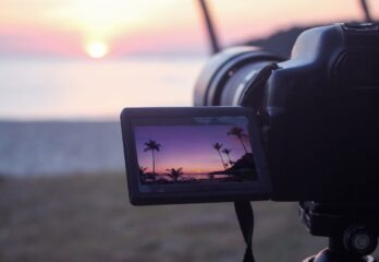 WHY YOU SHOULD USE A FLIP SCREEN CAMERA FOR VLOGGING